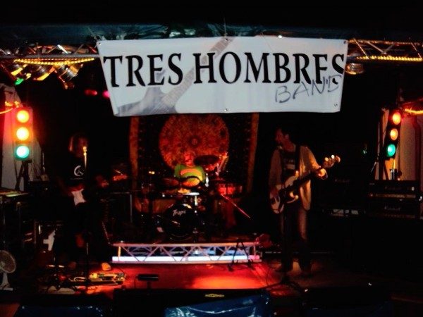 TRES HOMBRES BAND 2