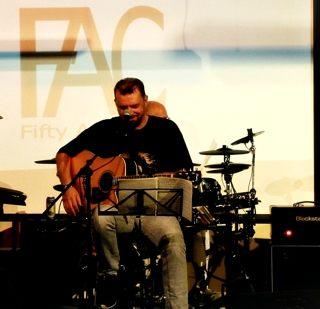 Fifty Acoustic énekes
