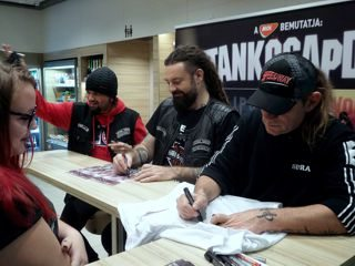 Tankcsapda autogramok